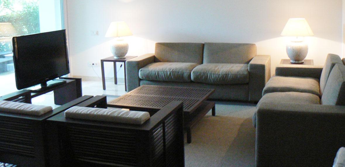 Dise o de mobiliario e interiorismo apartamento sotogrande for Arquitecto sotogrande
